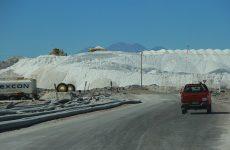 Antofagasta, una visita se realizo a la minera de litio sqm, con visitas de autoridades locales. foto/Edgard Cross-Buchanan V.